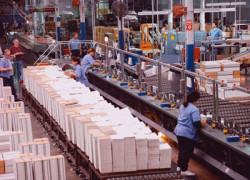 Comenzile noi din industrie au sporit în martie cu 28,6%, consolidând revenirea din primele 2 luni