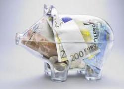 GfK: Numărul persoanelor care au economisit în acest an a scăzut cu o treime faţă de 2009