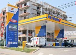 Petrom va ieftini carburanţii cu 4 bani/litru, de marţi