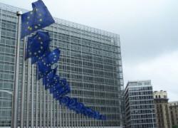 CE recomandă statelor membre să faciliteze accesul la conturile bancare prin preţuri rezonabile