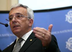 Isărescu despre restricţionarea creditării: Sunt măsuri macroprudenţiale