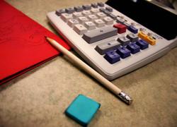 Accizele pe 2012 se vor calcula la un curs de 4,3001 lei/euro, mai mare cu 0,8%