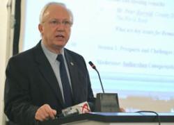 Harrold: România trebuie să atragă investitorii străini şi să crească absorbţia fondurilor europene