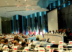 Comisia Europeană propune un control bugetar strict pentru ţările din zona euro