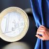 Euro, în cădere liberă faţă de dolar şi yen