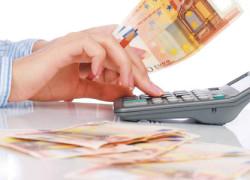 Declin record pentru moneda naţională. Euro a depăşit pragul de 4,6 lei