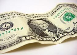 Dolarul atinge maxima ultimilor 8 săptămâni